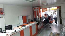 Urdesa Local U Oficina 130M2 en  planta baja