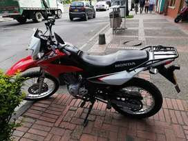 Moto Honda Xr150 roja 2018, papeles al dia