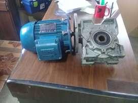 Por necesidad se vende un motoreductor de 2HP y un bariador de frecuencia