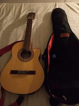 Vendo y remato guitarra electroacustica gracia