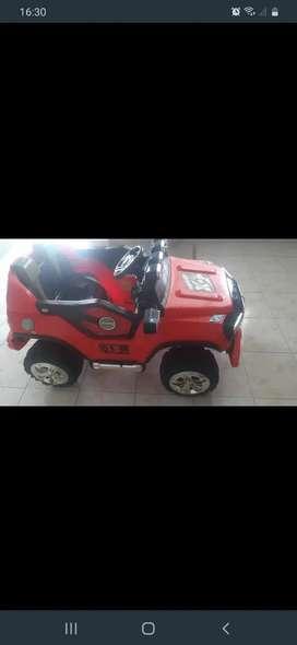 Se vende carro  bateria 160 dolares
