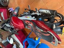 Se vende moto discover 125