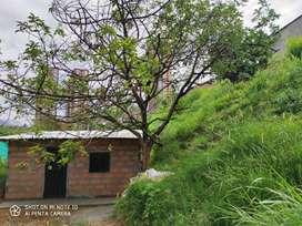 vendo casa con lote con excte ubicación a borde de la vía principal vía machado cerca a la urbanización la vida es bella