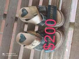 Vendo sandalias nro32