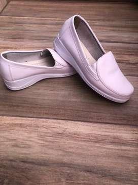 Zapatos de enfermeria en cuero