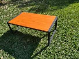Mesa ratona de hierro y madera