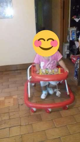 Andador rojo de bebe poco uso