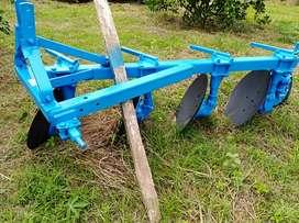 Arado de tractor  en perfecto estado precio negociable