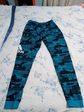 Vendo joggin Adidas talle M