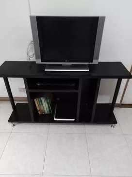 Mesa para TV, y multiusos.