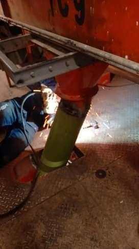 Se requiere hombre con conocimientos en mecánica industrial, soldadura, armado de estructuras, mecánica de mantenimiento