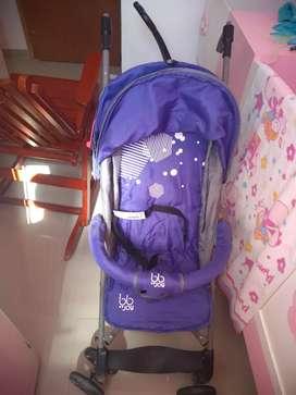 Vendo coche paseador, silla vibradora y caminador para niña