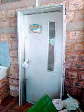 Puerta principal de frente triple cerradura