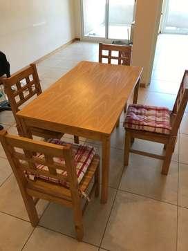 Mesa y 4 sillas impecables
