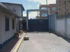 Vendo lote ubicado en la entrada principal a Engativá Pueblo, todos los usos reglamentarios.