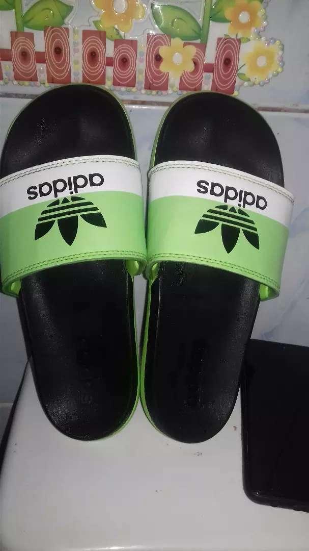 Vendo zapatillas adidas original 0