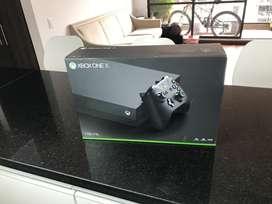 Xbox one x - 1Tera / 2 controles 2 juegos