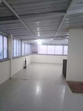 Se arrienda local 3 piso para bodega,call Center, oficina etc