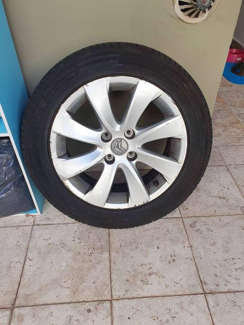 Juego de Neumáticos con llanta Citroen 100% originales 0