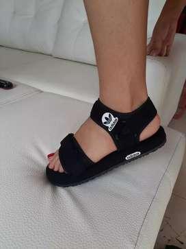Sandalias Adidas de dama