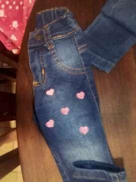 Vendo 2 jeans de Bebita como nuevos