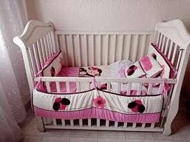 Cuna y accesorios bebé