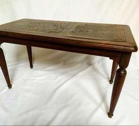 mesa ratona  de madera torneada largo: 80cm  ancho: 41cm  alto: 47cm