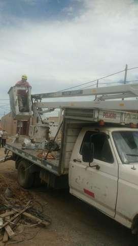 Camión con Hidroelevador de 13 Mts