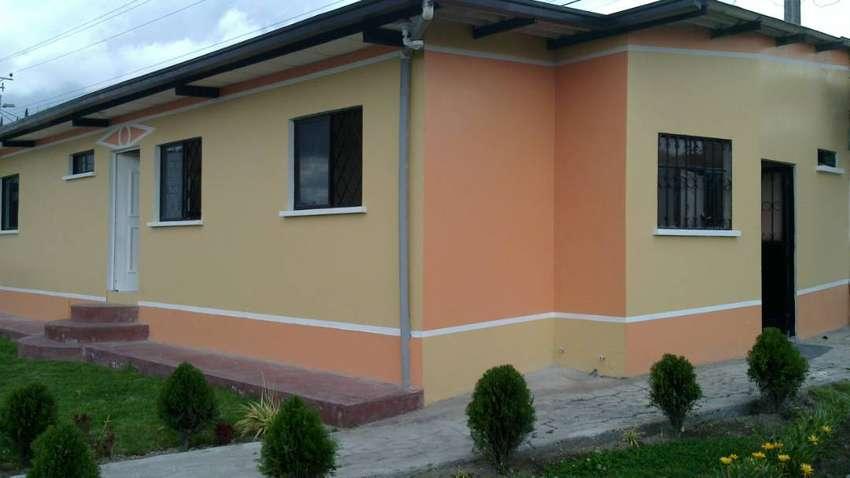Casa en Carcelén Alto, 3 dormitorios, dos closets, cuarto para lavadora, amplio jardin 0