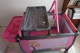 Vendo cuna para bebé niña, con accesorios poco uso