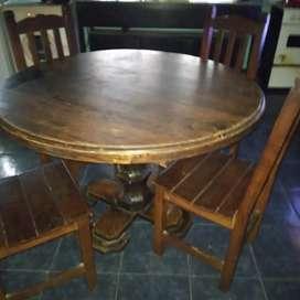 4 sillás y mesa de algarrobo