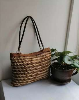 Venta de bolsos y carteras tejidos a mano