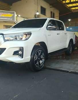 Toyota Hilux srx 4x4  manual con sólo 2000 km año 2019