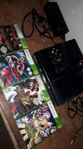 Xbox360, original con 4 juegos y 2 joystick