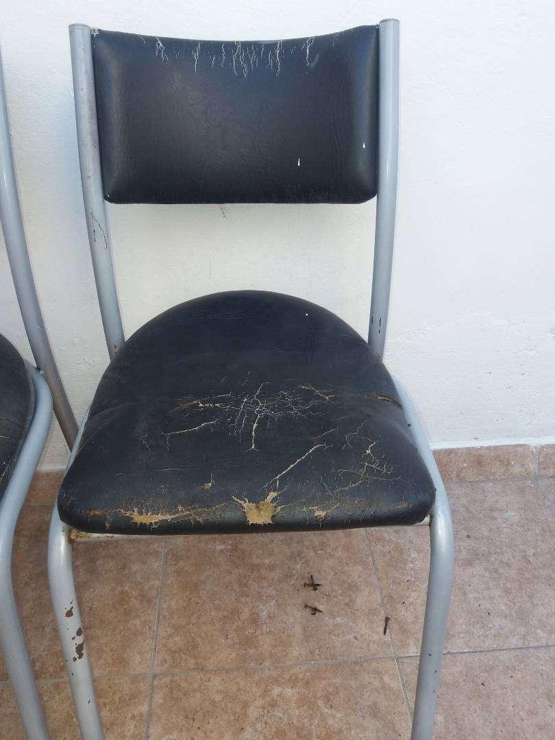 sillas de metal con tapizados 0