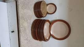 12 platos de cerámica importada y 8 de postre
