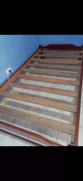 Cama de madera, en perfecto estado de uso