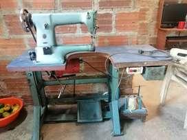 Se vende Maquina de coser Singer de codo