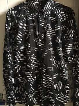 2- Camisas masculina(blanca/negra)