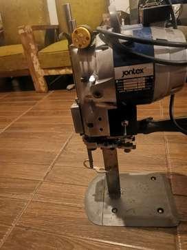 Se  vende maquina industrial para cortar tela