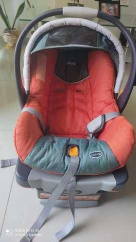 Silla de bebé para carro (porta bebé). marca CHICCO