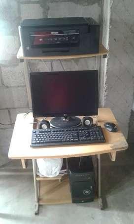 Vendo una computadora de escritorio marca LG completa con impresora EPSON