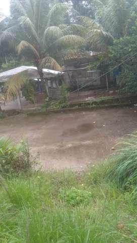 Vendo solar con casa y cubierta tiene su cancha papeles al día vía Colombia 4y medio frente ala piscina sirenita