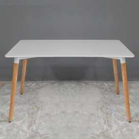 Mesa de comedor NUEVA (ref. Eames)