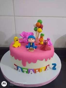 Torta Pocoyó y cupcakes