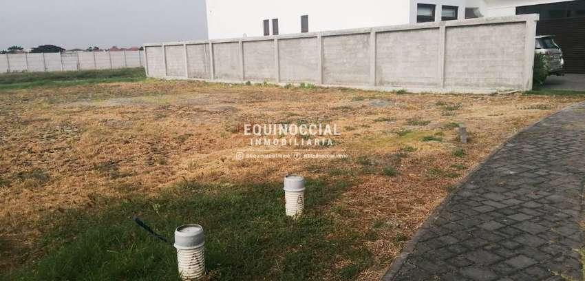 Venta de terreno en Samborondon Urbanizacion Aires del Batan 0
