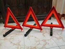 Triángulos de señalizacion carro pesado