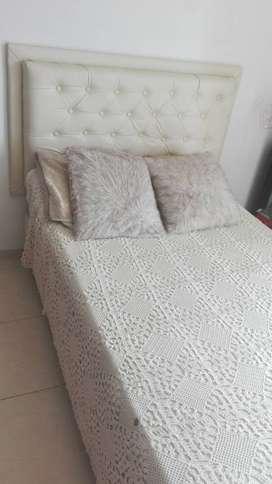 Hermosa cama capitoneada