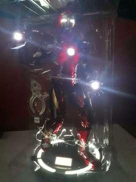 Vendo figura de iron man