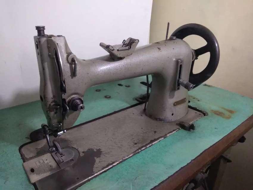 Maquina de Coser Industrial para Cuero, plana, pie rodante, marca Pfaff, referencia 26-10, motor de 1/3 hp